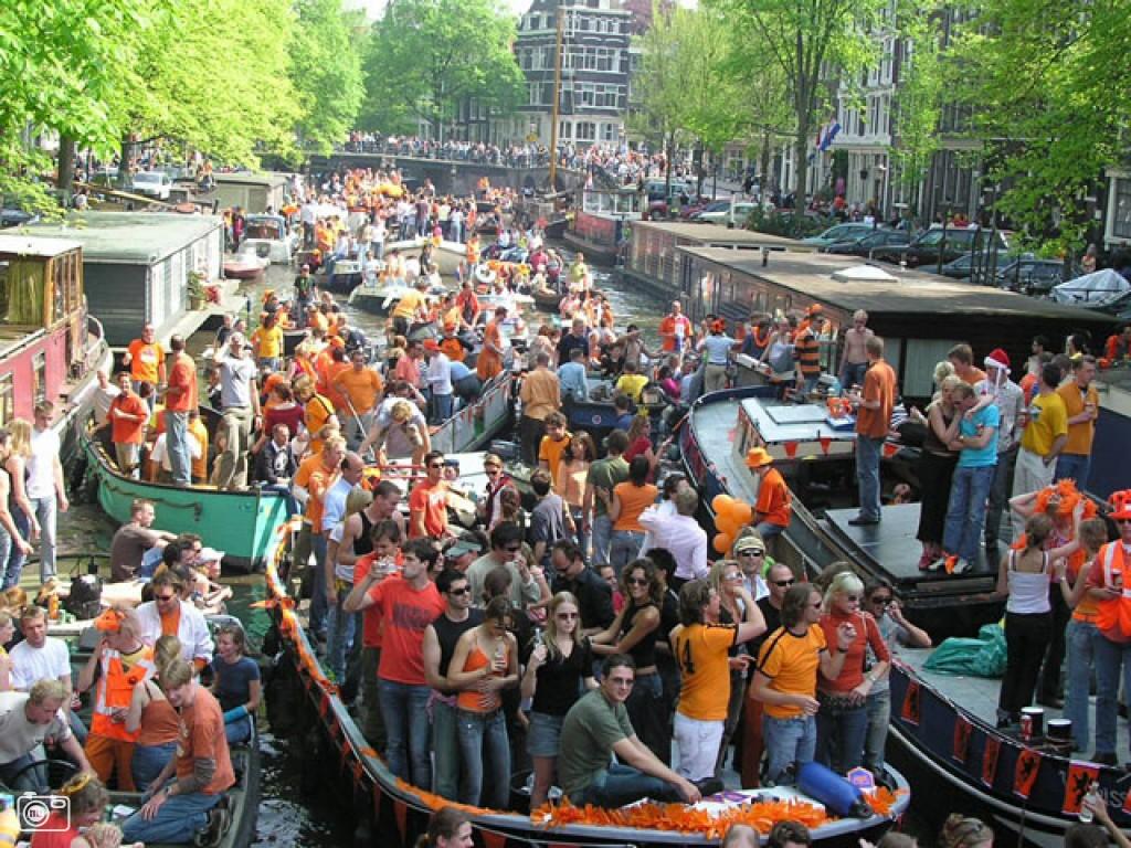 Festa della Regina - Uno dei Canali di Amsterdam