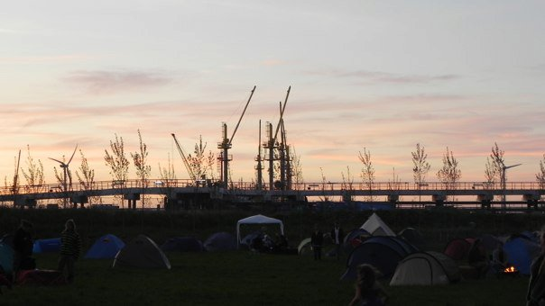 Gli impianti industriali che circondano Ruigoord